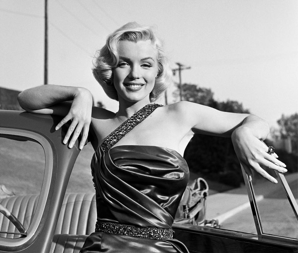 an analysis of the influence of marilyn monroe on other artists Influence of a legend: marilyn monroe 7 pages 1735 words outline for research paper thesis: marilyn monroe's status as a sex symbol and popular icon has greatly impacted many artists since her time, including andy warhol, madonna, and.