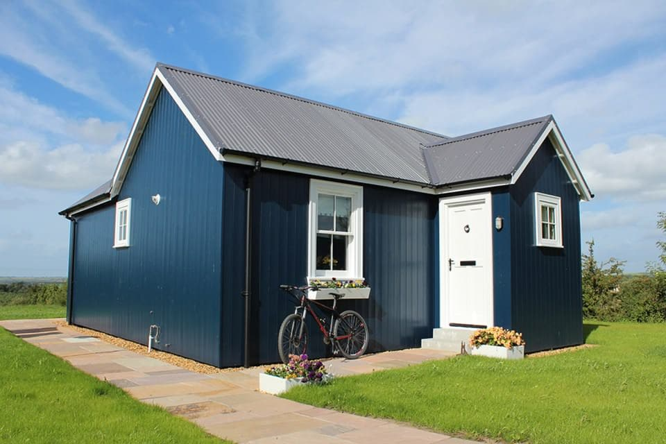 wee-house-company-1bed-exterior6-via-smallhousebliss_mini
