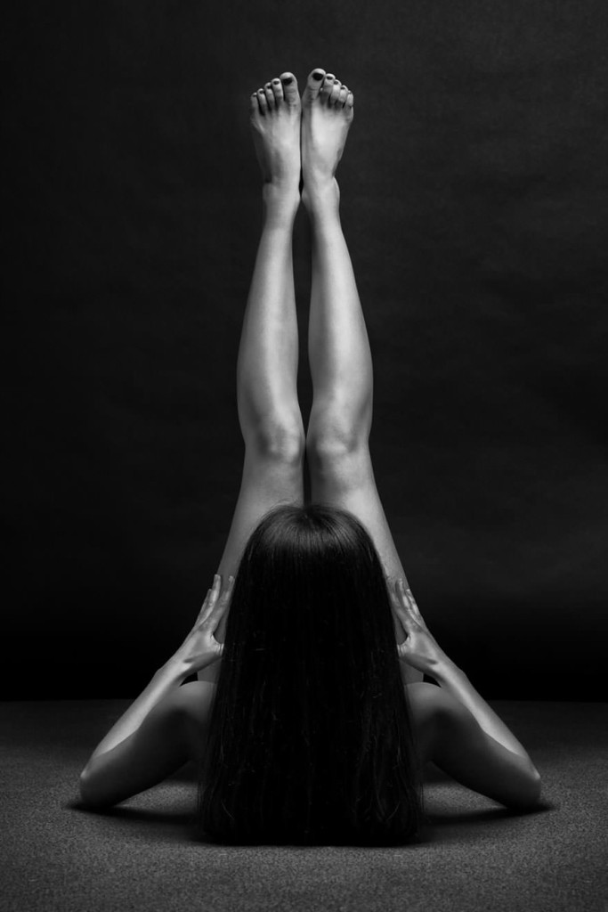 black-and-white-portraits-women-body-bodyscapes-anton-belovodchenko-181_mini
