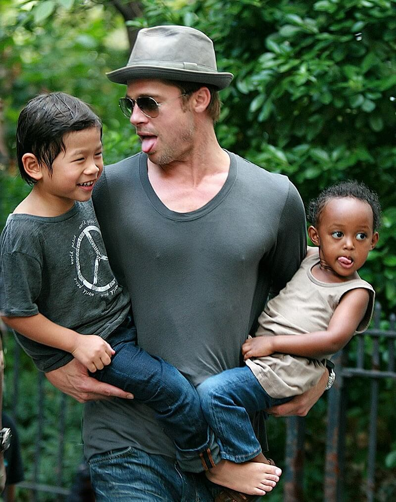 1437722296_260807-brad-pitt-take-kids-to-the-park-27 (1)