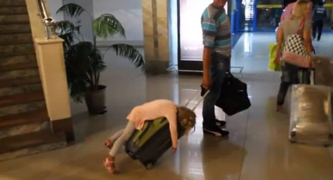 19128760-r3l8t8d-650-o-tired-girl-airport-suitcase-facebook_mini