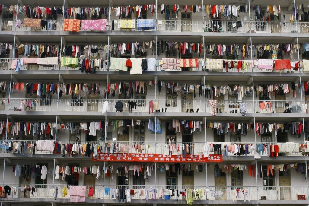 this-is-a-student-dormitory-at-a-college-in-hubei-province-china-its-a-low-budget-accommodation-option-for-students-struggling-to-afford-housing-find-work-and-get-an-education (1)