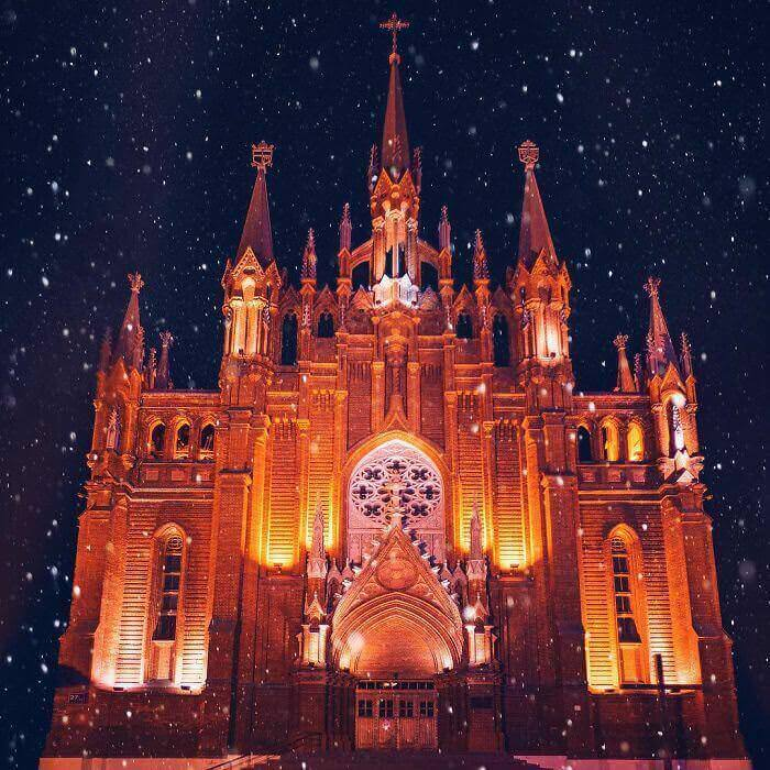 moscow-city-looked-like-a-fairytale-during-orthodox-christmas-3__700_mini_mini