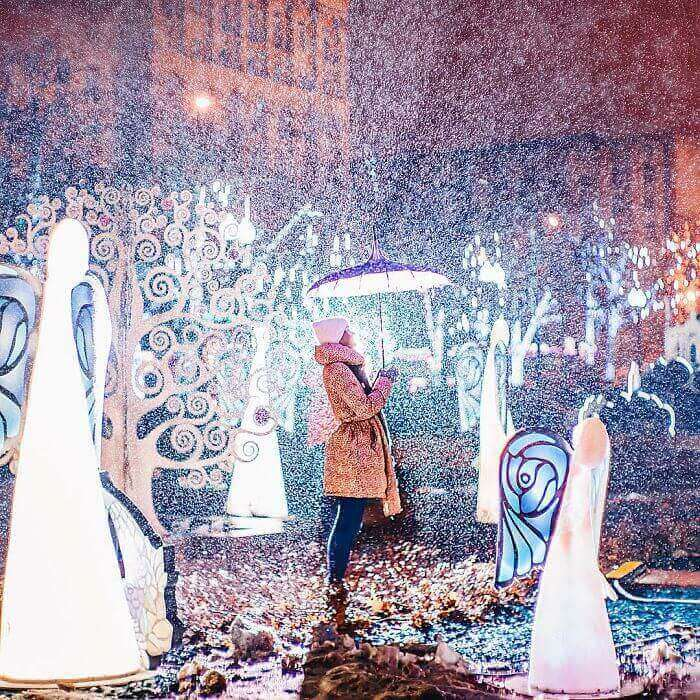 moscow-city-looked-like-a-fairytale-during-orthodox-christmas-6__700_mini