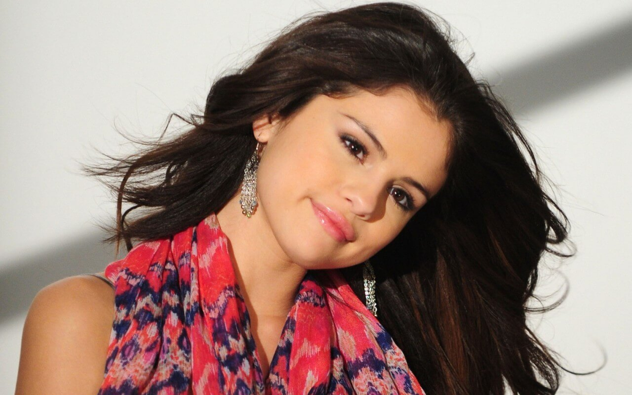 selena-gomez-widescreen-wallpaper-3 (1)