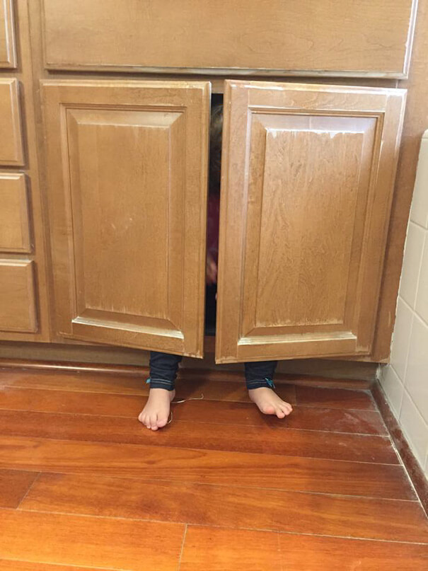 funny-kids-playing-hide-and-seek-312__605