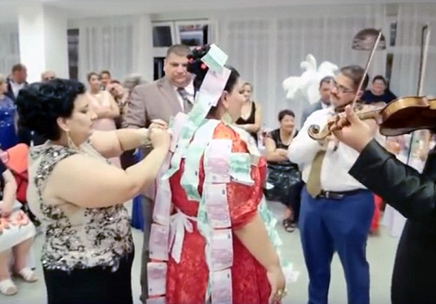 Slovakian gypsy wedding рис 4