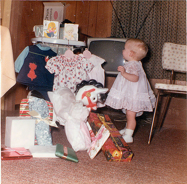 Lovely Vintage Photos of Babies with Their Christmas (10)