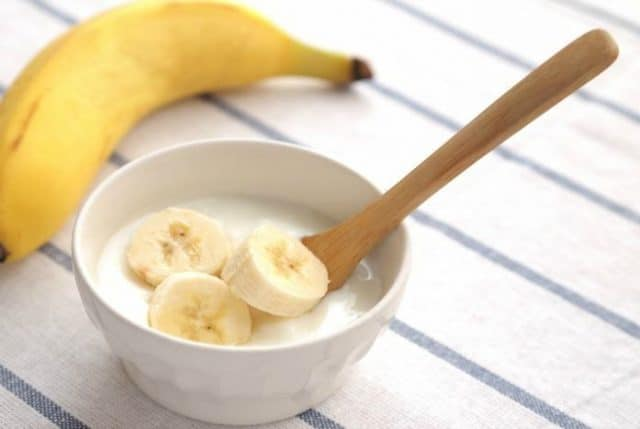 keep-skin-healthy-with-banana-and-yogurt