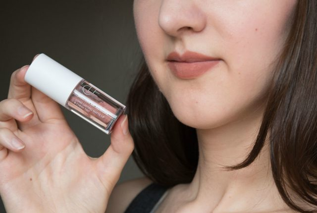 CLE-cosmetics-melting-lip-powder-swatches-milk-cocoa-hot-cocoa-1-of-2