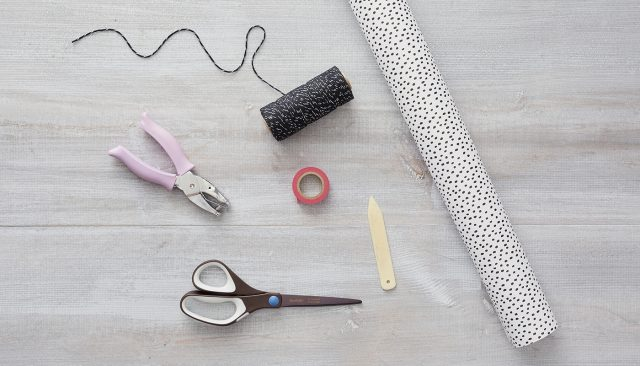 W_Dec_Holiday-Wrapping-Hacks_Bag_Article_01_1400x800
