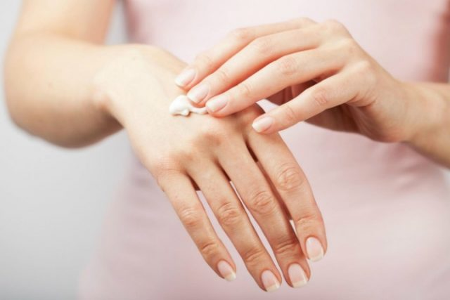 Home-Remedies-For-Dry-Skin-on-Hands